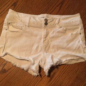 Refuge White Distressed Shorts 8
